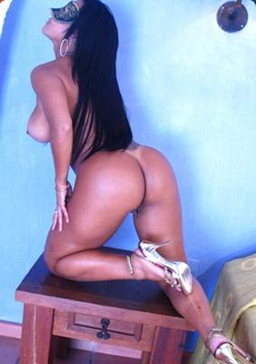 joana exposing her perfect round dancer ass